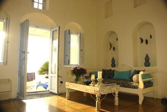 Enigma Apartments & Suites: Living area