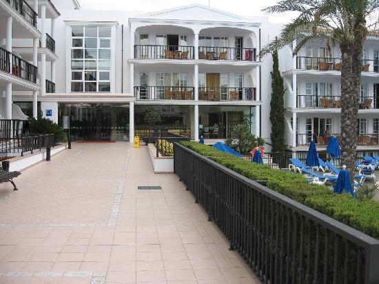 Inturotel Sa Marina: The hotel entrance
