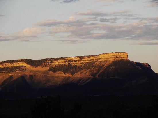 Sundance Bear Lodge: Sunrise lights up Mesa Verde