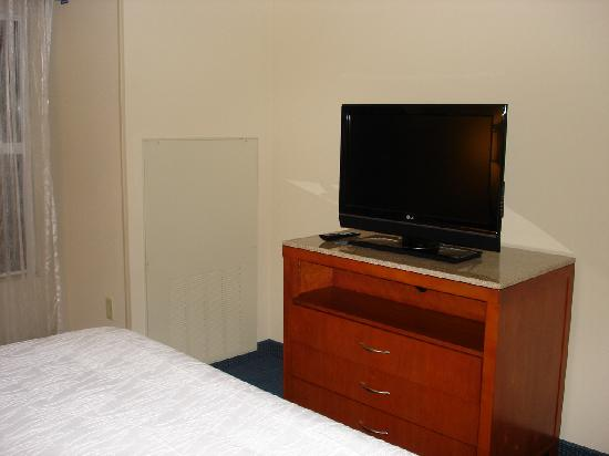 Hilton Garden Inn Tampa Airport Westshore: bedroom tv