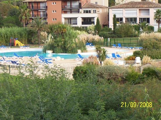 Gassin, Francia: vue sur la piscine