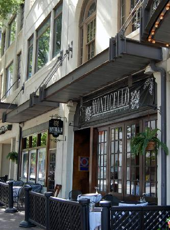 The Dunhill Hotel: Restaurant at the entrance to the Dunhill
