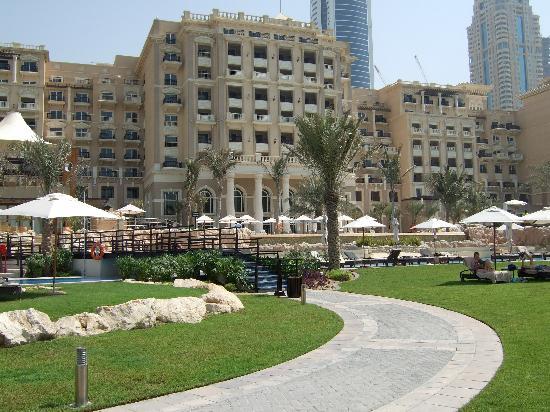The Westin Dubai Mina Seyahi Beach Resort & Marina: View of hotel from beach