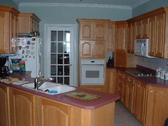 Seabreeze Bed & Breakfast: kitchen