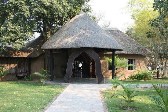 Namushasha River Lodge: Main entrance