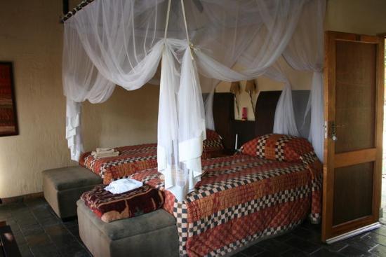 Namushasha River Lodge: Room interior