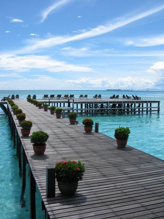 Pulau Sipadan, Malaysia: Walkway to helipad landing