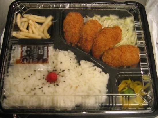 Sakura Hostel Asakusa: Food near hostel - Derika Paku Paku (250yen bento)