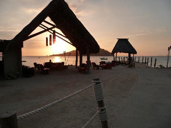 Likuliku Lagoon Resort: sunset at masima bar