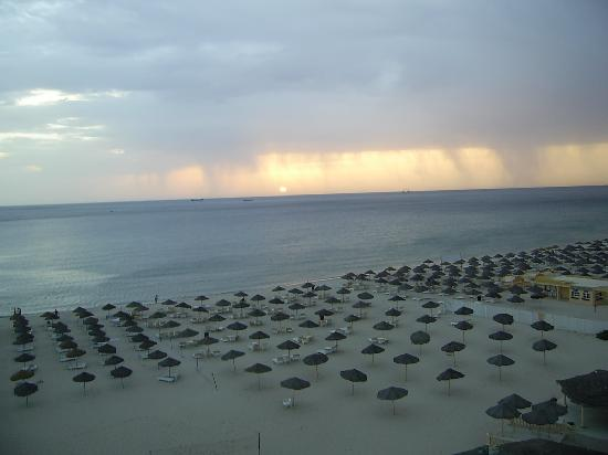 Royal Beach Hotel: looks like rain