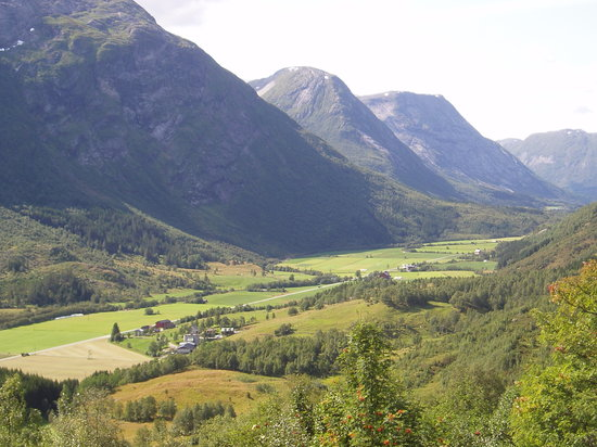 Fiordos Occidentales, Noruega: Stardalen near Skei (E39)