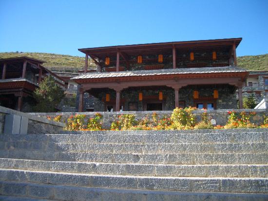 Songtsam Shangri-la (Lugu) Hotel: View of hotel buildings