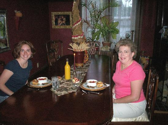Hilltop Manor Bed and Breakfast: Delicious Breakfast
