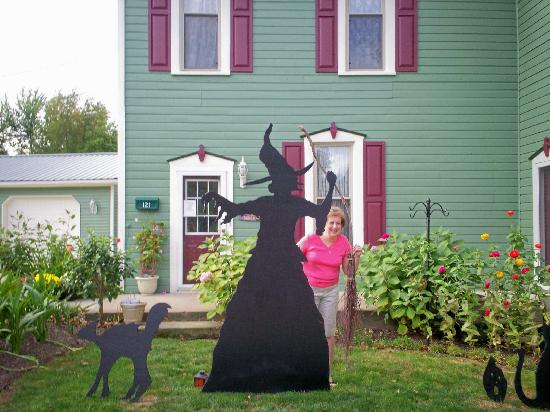 Hilltop Manor Bed and Breakfast: Ready for Halloween