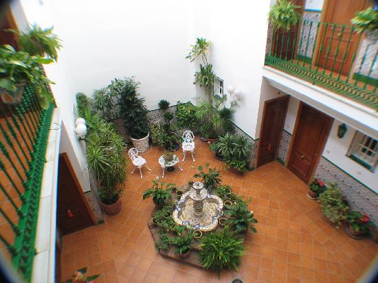 Playa Miguel Aparthotel: A view of the internal courtyard