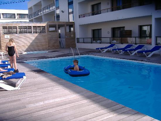 Appart'hotel Odalys Archipel : Archipel Pool area