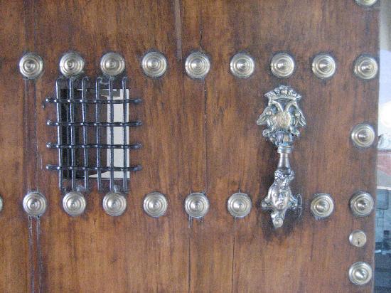 Hotel Palacio Marques de la Gomera: Detalle de la puerta al palacio