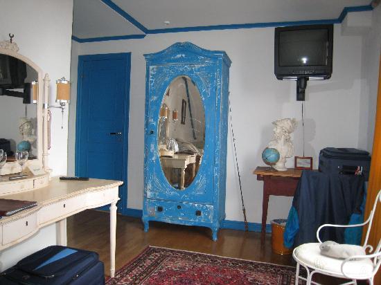 Stora Hotellet Bryggan: dormitorio,con escaso espacio