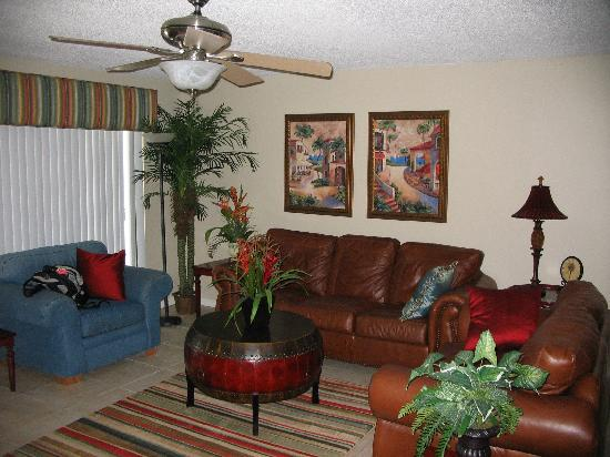 The Shores Condominiums: livingroom