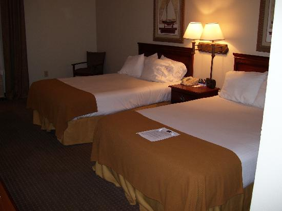 Holiday Inn Express Morehead City: Two double beds and a chair