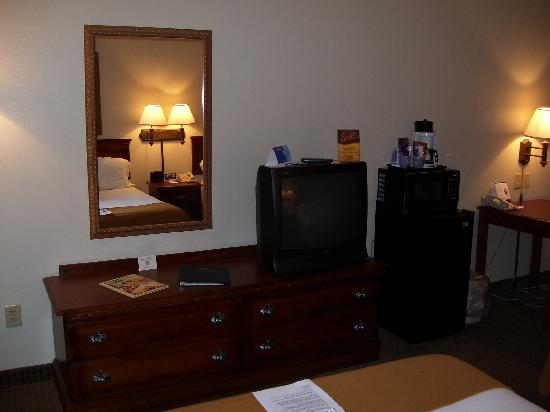 Holiday Inn Express Morehead City: Television with microwave, refrigerator, and coffeemaker