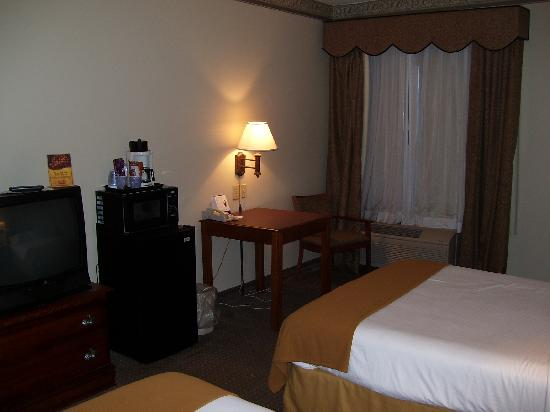 Holiday Inn Express Morehead City: Microwave, refrigerator, coffeemaker, and desk/table with chair