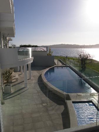 Waimahana Luxury Lakeside Apartments: View from apartment to Lake Taupo
