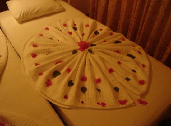 Anemon Hotel: Bed decoration (1)