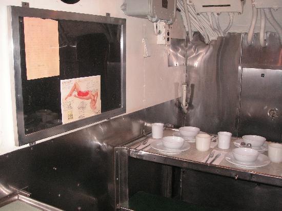 USS Bowfin Submarine Museum & Park: 潜水艦内の食堂