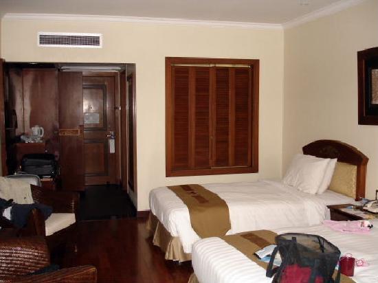 Grand Mirage Resort: The Room