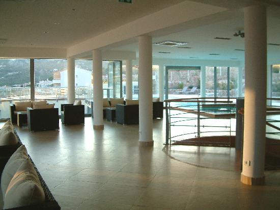 Hotel Mariana : rooftop pool and sun lounge