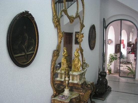 Hotel Gonzalez: reception area