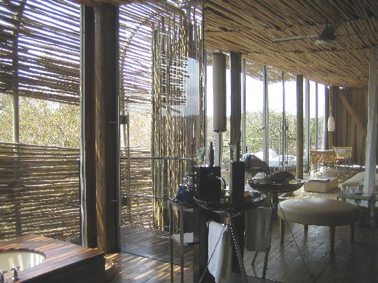 Singita Lebombo Lodge: bath area