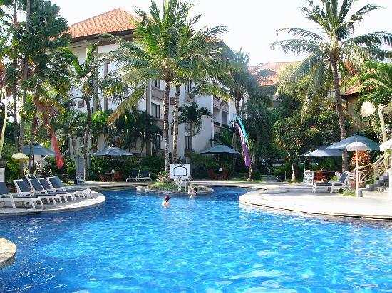 Sanur Paradise Plaza Suites: Swimming Pool