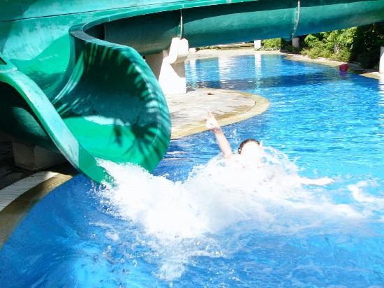 Sanur Paradise Plaza Suites: photo of waterslide at kids club pool