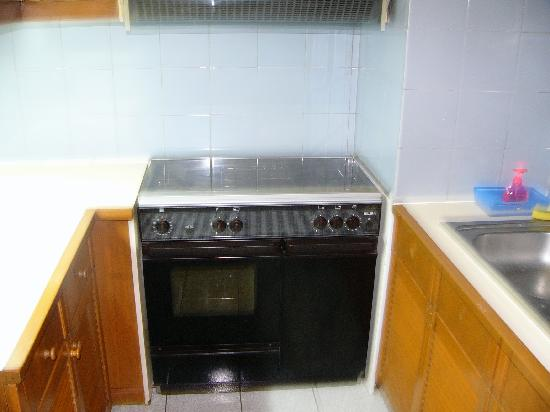 Sanur Paradise Plaza Suites: kitchen in 3 bedroom apartment