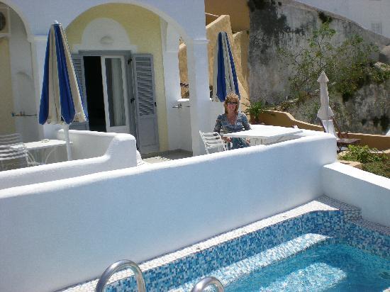 Villa Renos: Notre terrasse avec le jaccuzzi