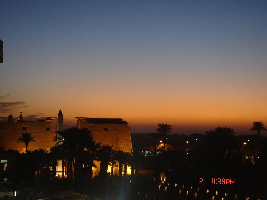 Nefertiti Hotel: Roof view in the evening