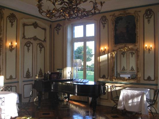 Chateau des Poccards: The Breakfast Room
