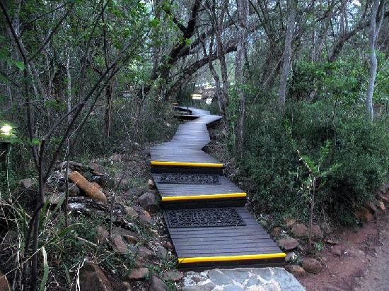 Heysbrook Country Lodge: Wooden Walkway