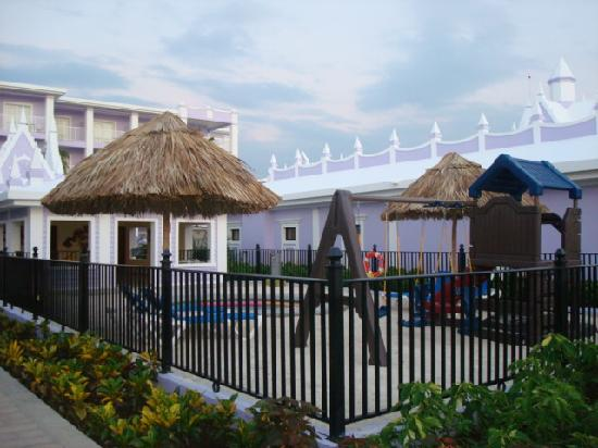 Hotel Riu Montego Bay: Kidie Area with swing