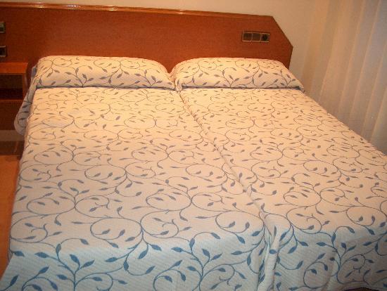 Hostal Cataluna: bedroom