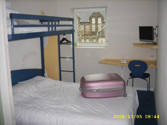 Hotel ibis budget Sheffield Arena: Room - basic but functional