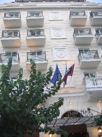 Hera Hotel: front of hotel hera
