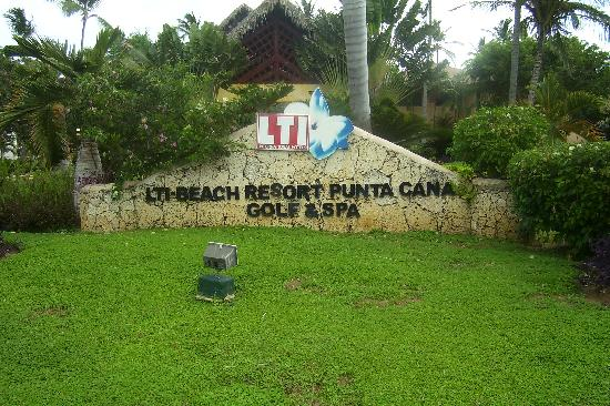 Vik Hotel Cayena Beach Lti Resort Main Entrance