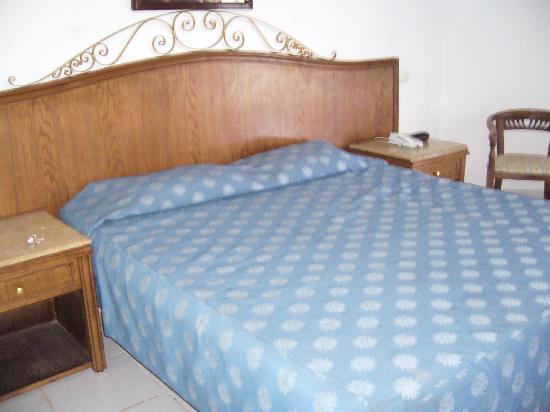 Royal Paradise Beach Resort: double bedroom