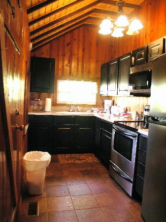 Old Man's Cave Chalets: Kitchen at The Settler cabin (oops we tracked some stuff in onto floor!)