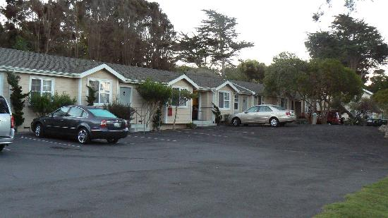Bide-A-Wee-Inn & Cottages: some units
