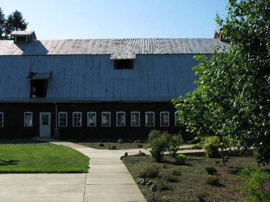 Scappoose Creek Inn: Barn