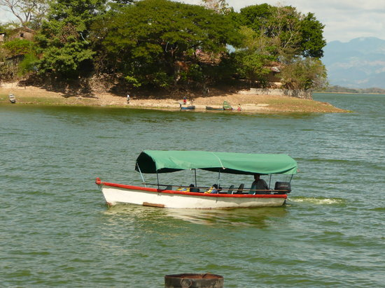 Suchitoto, El Salvador: Boat tours on Suchitlan Lake